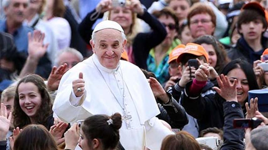 Papa Francisco abre posibilidad de que perros van al cielo