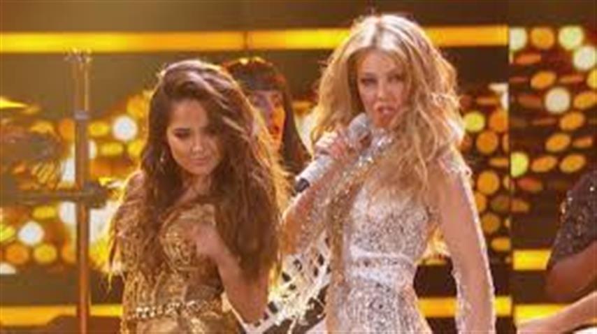 Thalía y Becky G cantan «Como Tú no hay Dos» en Premio lo Nuestro 2015