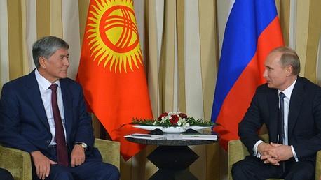 Putin reaparece en público tras una semana de histeria mediática