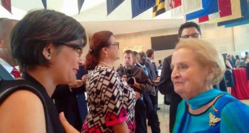 Ana Margarita Vijil, MRS con Madeleine Albright, secretaria de Estado 1997-2001, en la Convención de los Demócratas en agosto de este año.