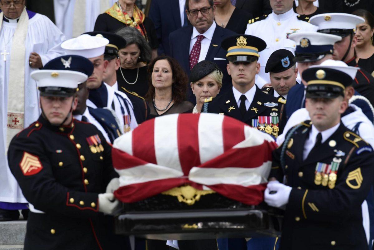 El funeral de John McCain se llena de críticas a Donald Trump